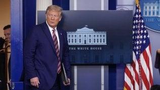 """Trump, New York Times pubblica dichiarazioni dei redditi: """"10 anni senza pagare tasse"""". Il tycoon: """"Fake news"""""""