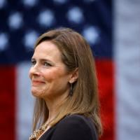 Corte suprema, i democratici pronti a dare battaglia a Trump sulla nomina di Amy Coney...