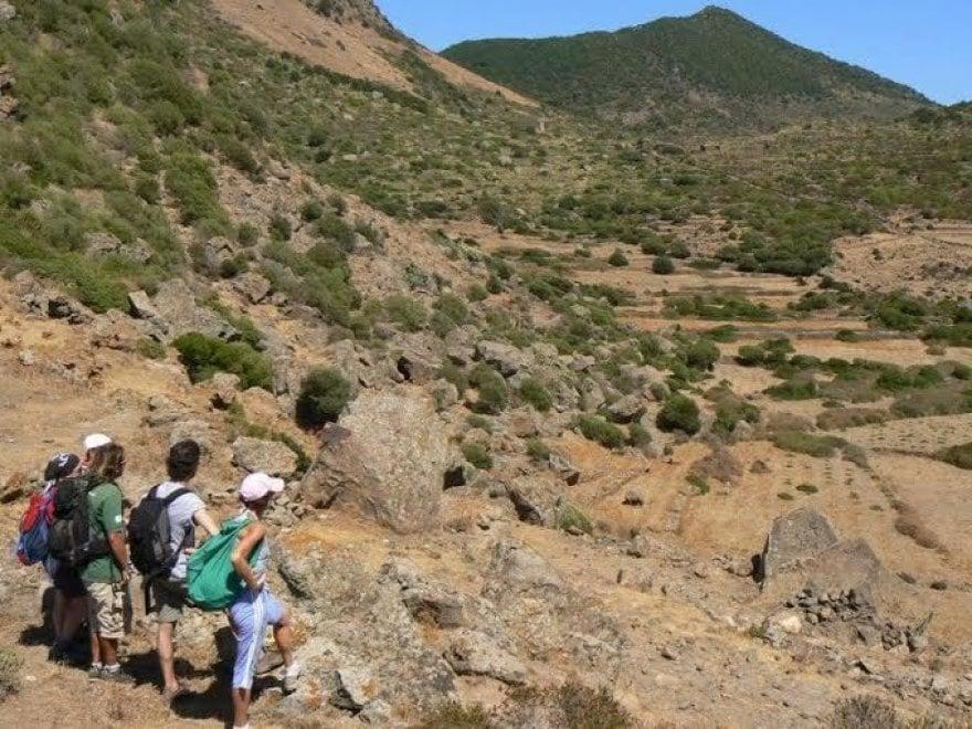 A piedi e in mountain bike nell'isola dei dammusi