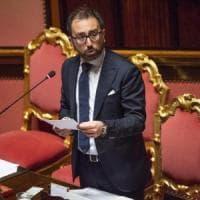 """Boss scarcerati per l'emergenza Covid, Bonafede: """"Non decide il ministro chi deve..."""