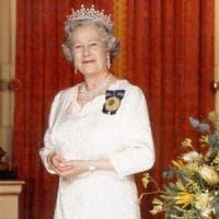 Regno Unito, la regina infuriata per la rivolta dello staff di Sandringham: no a...