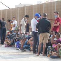 In fuga dalla Tunisia sul barcone dei migranti, imprenditore molisano sbarca a Lampedusa
