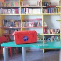 """Una valigia di libri sulle navi che salvano i migranti: """"Kit d'emergenza per un'..."""