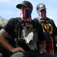 Misogini, anti-immigrati, suprematisti: chi sono i Proud Boys sdoganati da Trump
