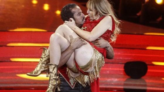 Alessandra Mussolini a 'Ballando con le stelle': cade durante le prove - la  Repubblica