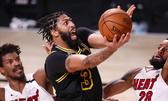 Basketball, Nba Finals: an immense Butler beats the Lakers, Miami wins Game 5 and stays alive