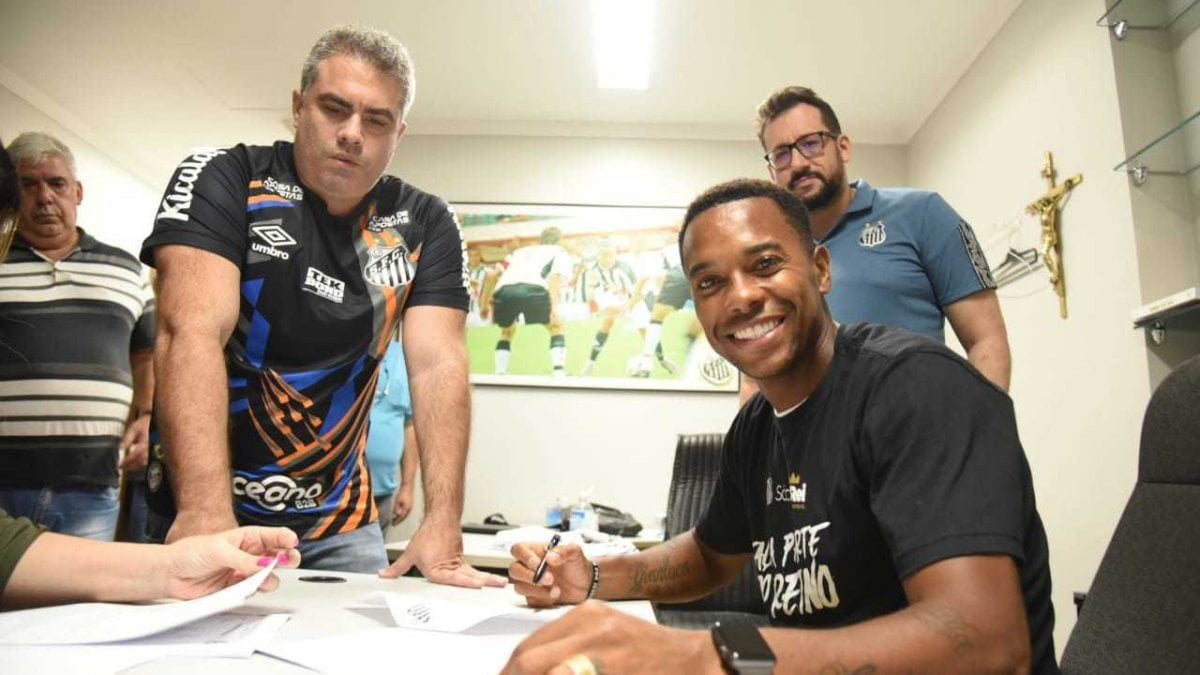 Brasile: Robinho torna al Santos, guadagnerà 230 euro al mese - la  Repubblica