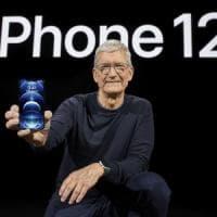 Apple svela l'iPhone 12, il primo 5G. Salto generazionale per prestazioni e fotografia. E...