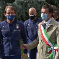 Nazionale, il ct Mancini rende omaggio alle vittime di Bergamo, In serata i sindaci della provincia allo stadio