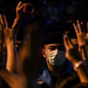 204258334 2c354cd4 1c73 41e7 aee5 a02903ce2a26 - Tra arresti e post sui social, i manifestanti thailandesi conquistano il cuore di Bangkok