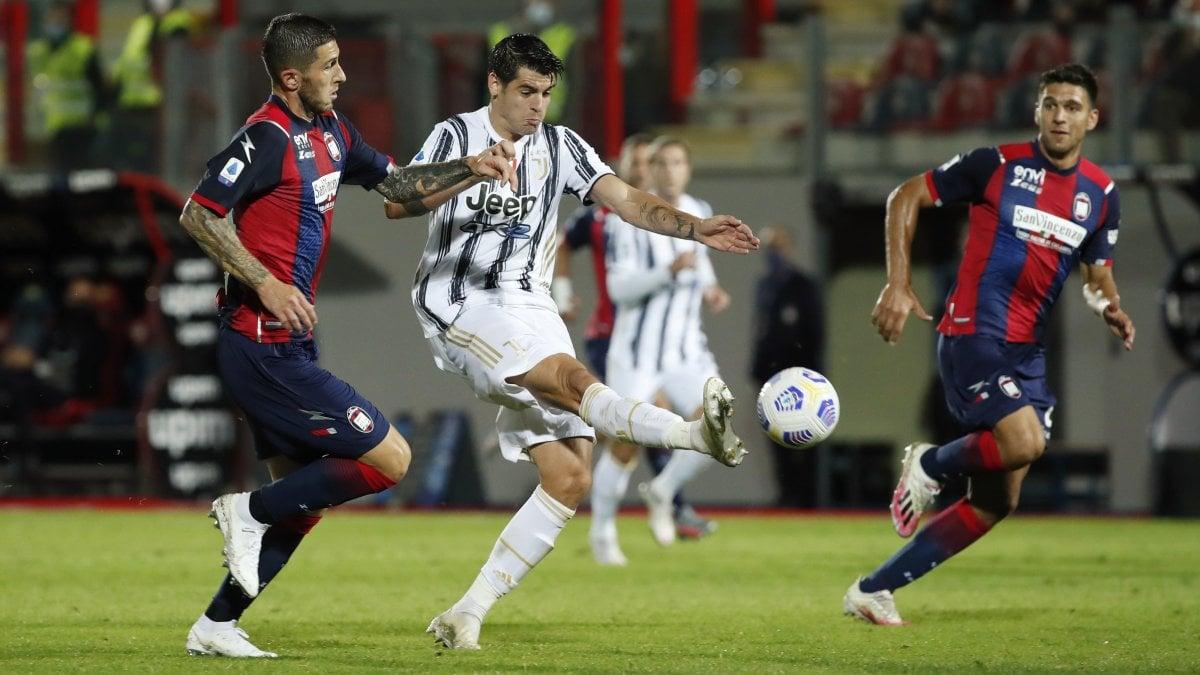 Crotone-Juventus 1-1: Morata risponde a Simy, esordio con espulsione per  Chiesa - la Repubblica