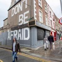 "Coronavirus nel mondo, Irlanda in lockdown. Oms: ""Impennata in Europa per errori su..."