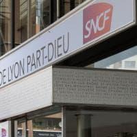 Francia, alla stazione di Lione donna minaccia di farsi esplodere e urla Allah Akbar