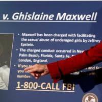 """Caso Epstein, Ghislaine Maxwell si difende: """"Erano tutti maggiorenni, non ho mai visto..."""