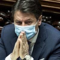 """Il premier Conte resiste: """"Evitare un altro lockdown generalizzato"""". De Luca: """"Governo..."""