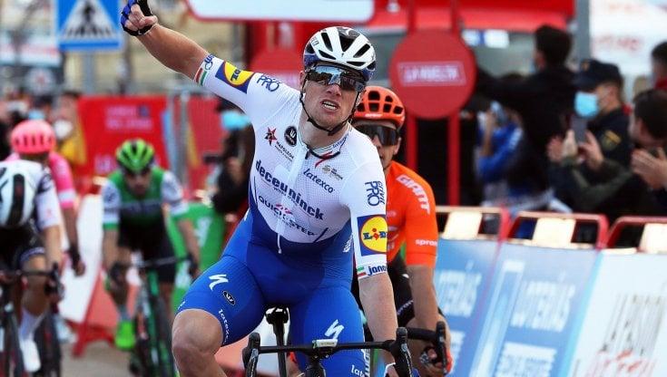 Ciclismo, Vuelta: Bennett vince allo sprint la quarta tappa, Roglic resta leader