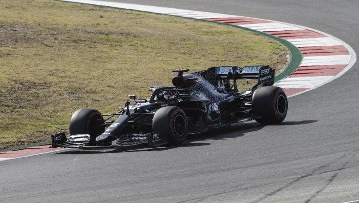 F1, Gp Portogallo: pole di Hamilton, quarta la Ferrari di Leclerc