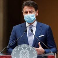 """Coronavirus, firmato il nuovo Dpcm. Conte: """"Dobbiamo fare il possibile per proteggere..."""