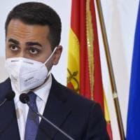 """Coronavirus,  Di Maio sui social: """"La politica faccia sacrifici, sì al taglio degli..."""