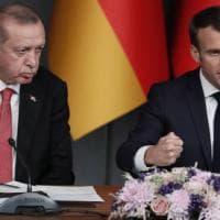 Tensioni Parigi-Ankara, Erdogan invita a boicottare i prodotti francesi