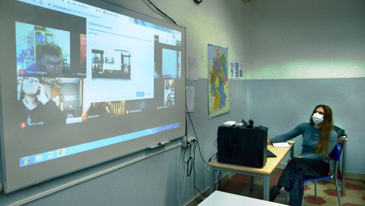 Scuola, in quarantena i docenti hanno l'obbligo di insegnare a distanza