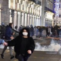 A Milano 28 persone in questura di cui 13 minorenni. Cinque fermi a Torino