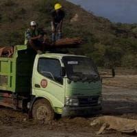 Indonesia, il Jurassic Park che minaccia i draghi di Komodo: una foto fa scattare...