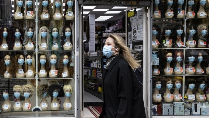 Virus, la proposta di Ichino: Niente lockdown, ma separiamo gli under 50 dagli anziani