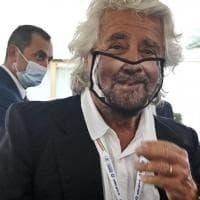 """Cena in hotel dopo le 18, Grillo condivide il post dell'albergo che """"aggira"""" il Dpcm. Ma è..."""