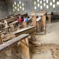 """Camerun, uccisi 8 bambini in una scuola. Il Papa: """"Tacciano le armi e il Paese ritrovi la..."""