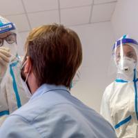 Coronavirus, postazioni drive in in tutte le Asl: in Veneto ora i tamponi si fanno h24