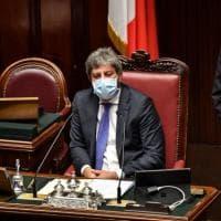 Covid, alla Camera scattano misure più rigide: doppia mascherina chirurgica e stop a...