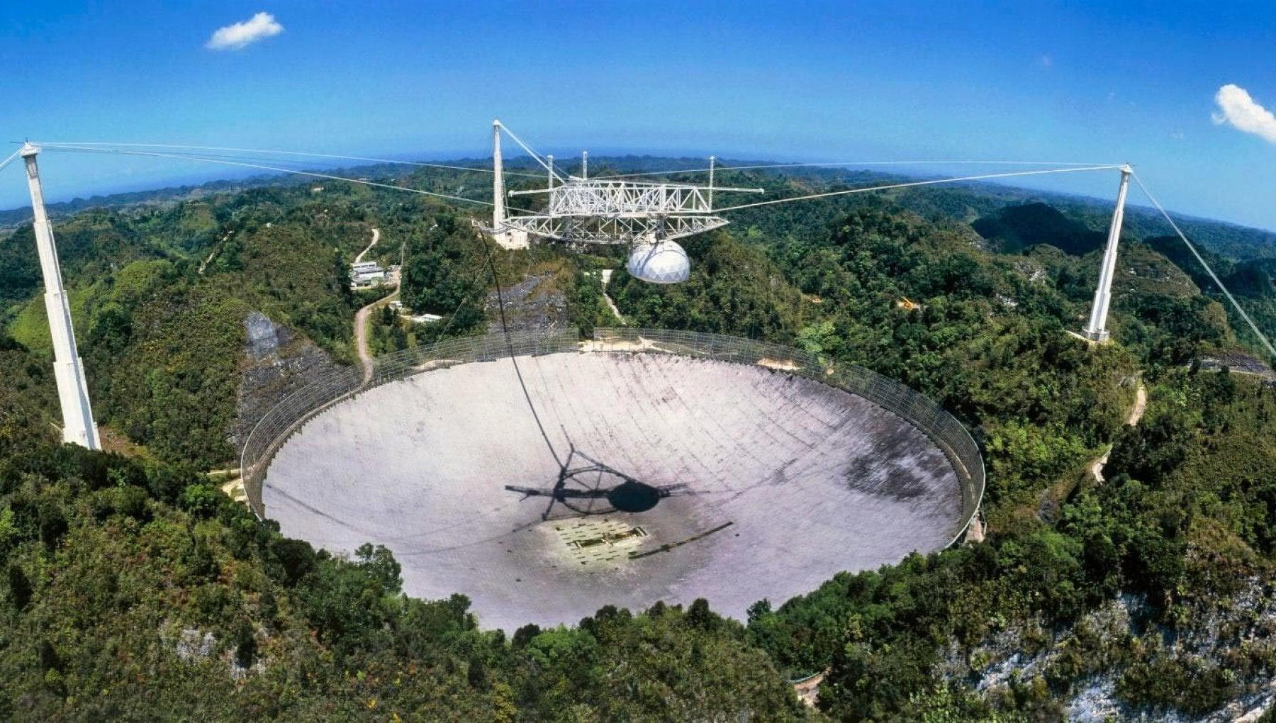 Va in pensione radiotelescopio di Arecibo, cacciatore di Et. E parte la campagna social