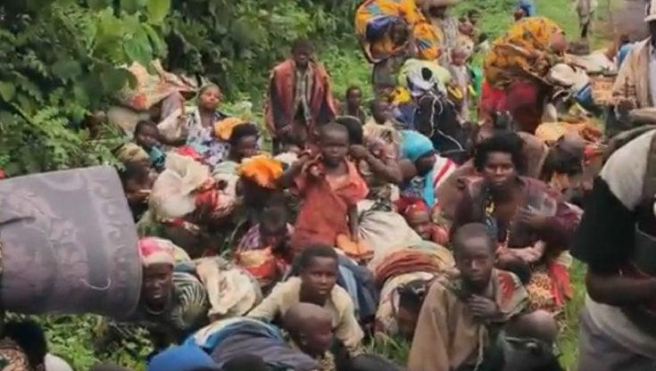Mozambico, 500.000 sfollati: la loro vita è in pericolo per gli attacchi dei miliziani, il possibile contagio del virus, i viaggi via mare