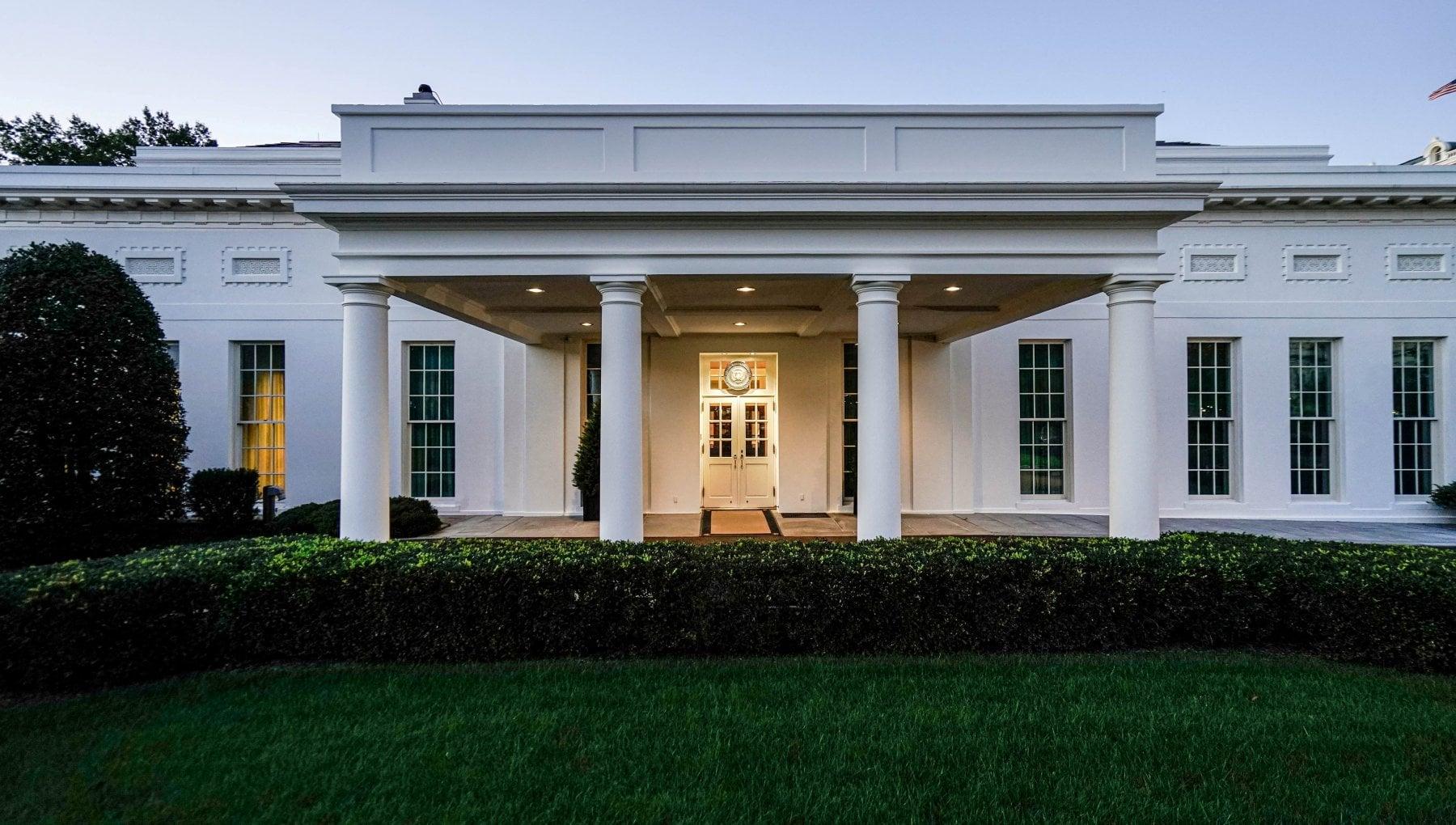 Usa 2020, Trump consegna le chiavi della Casa Bianca a  Biden