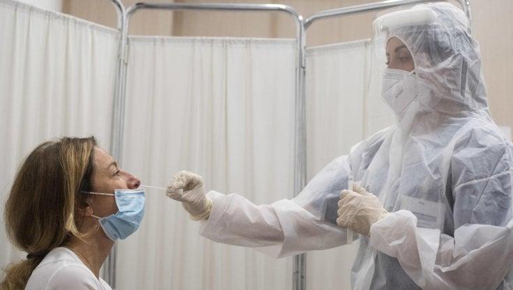 Coronavirus, il bollettino di oggi 25 novembre: 25.853 nuovi casi su 230.007 tamponi. 722 i morti