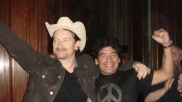 Da Bono a Naomi, il mondo dello spettacolo ricorda Maradona sui social