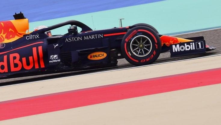 F1, Gp Bahrain: Verstappen davanti ad Hamilton nelle ultime libere, Ferrari in difficoltà