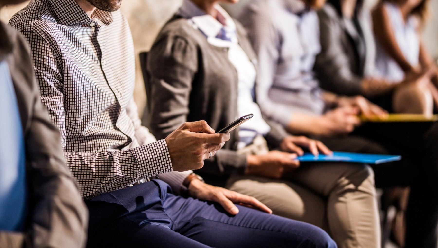 Manovra: smartphone e abbonamento a due quotidiani gratis per i redditi bassi