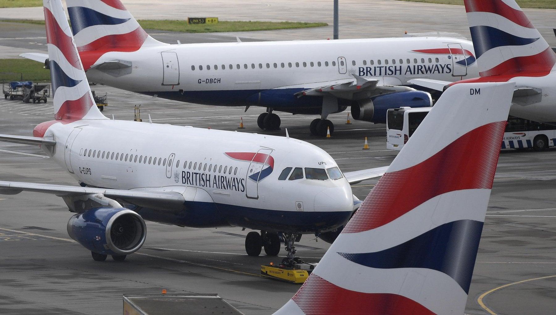 Variante inglese del virus, l'Italia blocca i voli con la Gran Bretagna fino al 6 gennaio. Domani vertice di emergenza Ue - la Repubblica
