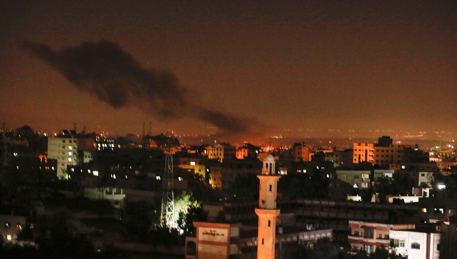 070715754 1791556a 49e0 4abf 8b0e bfa2b94f3431 - Aerei israeliani distruggono postazioni militari di Hamas: reazione dopo lancio di razzi