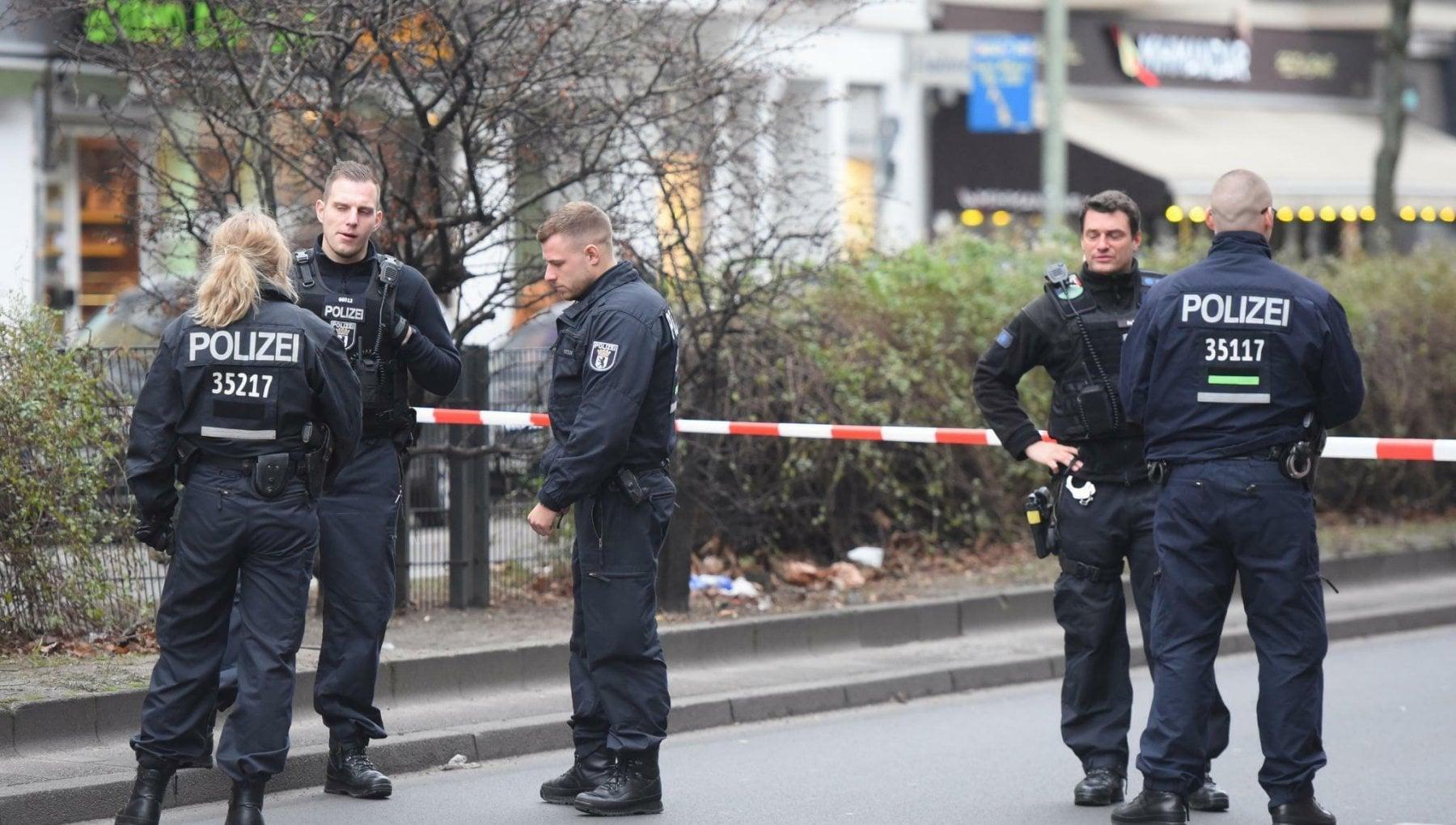 074911145 4f84bf71 f735 4e9f bb4c 9db81ac62827 - Sparatoria a Berlino: quattro feriti gravi. Ancora ignoti i motivi