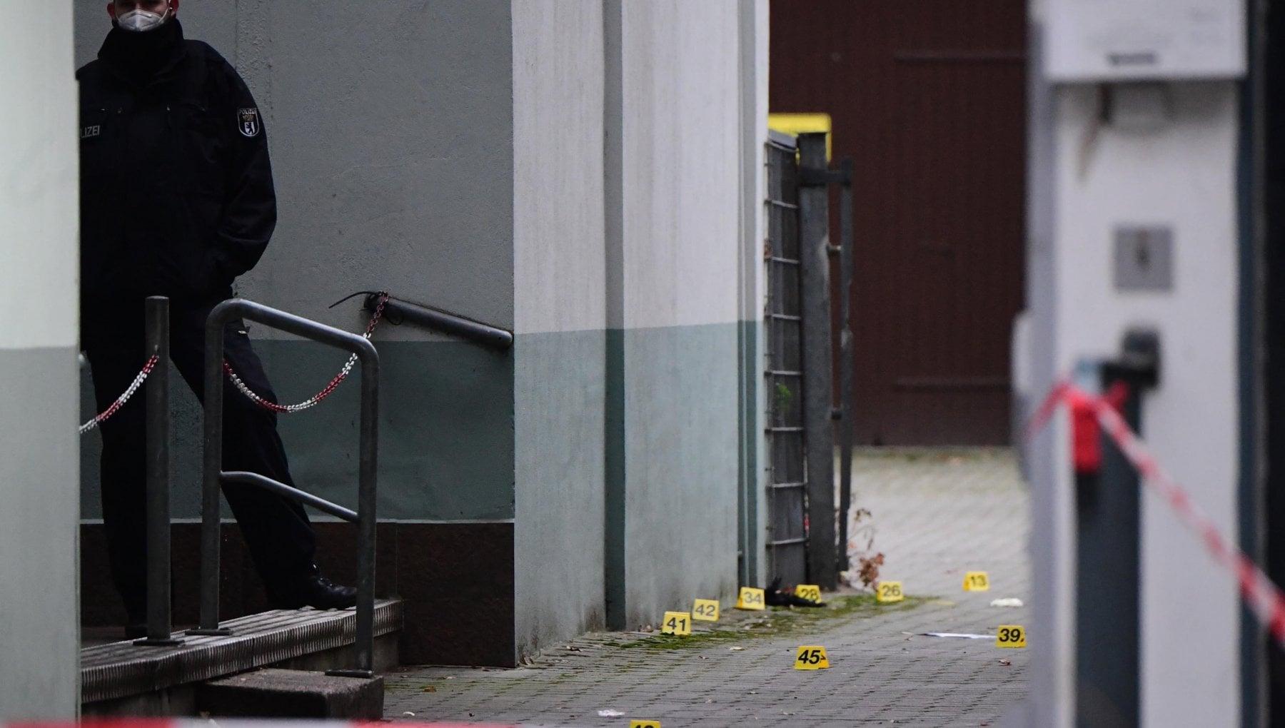 104659120 0d9d4d97 ac1c 45cd 9df2 7953b26f625a - Sparatoria a Berlino per scontri interni alla criminalità organizzata: quattro feriti gravi