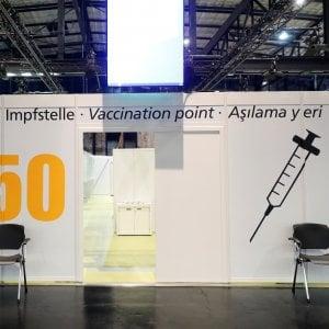 173726958 cd47692f 25b9 45d1 bb0e ce55ad644b9f - Vax Day, l'Europa inizia a vaccinarsi. Tra i primi il premier ceco. Poi Spagna e Francia