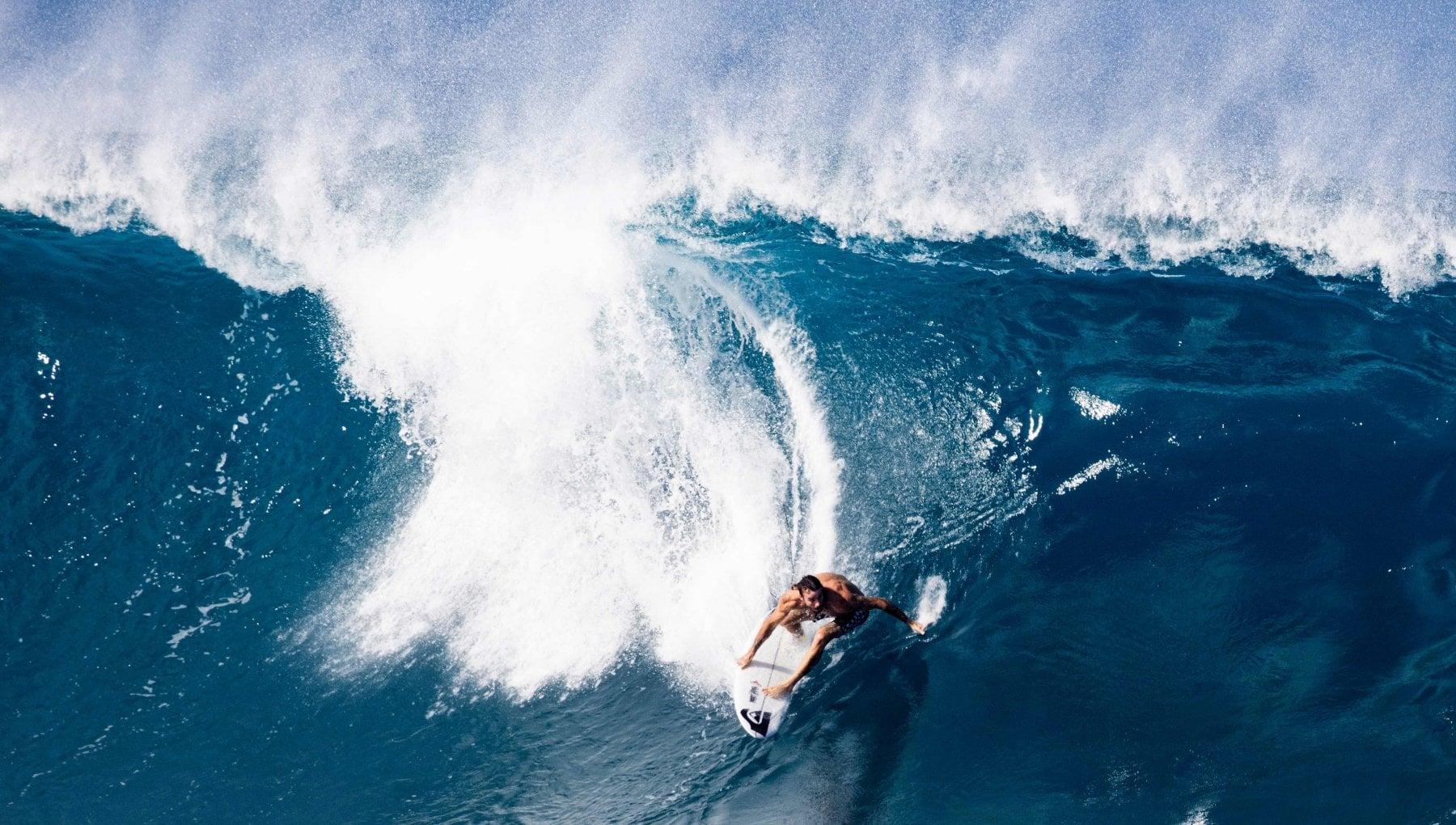 """162047578 af7620c4 5833 4690 b078 c5c94b9e3db7 - """"Stai a guardare..."""". E il surfista salva una donna tra le onde delle Hawaii"""