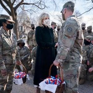 160644578 bd2c3d9b 5862 4664 9151 558396c43b1c - Usa, primo giorno in presenza per la first lady: Jill Biden torna in classe