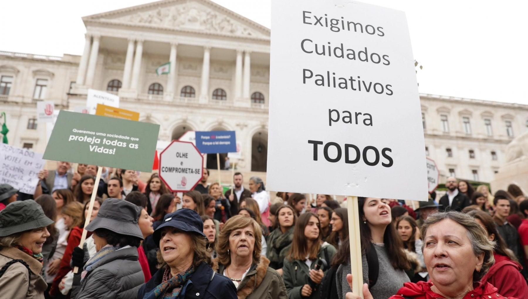 Portogallo, l'eutanasia diventa legale