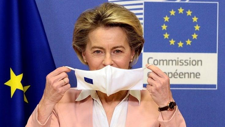 """Ursula von der Leyen: """"Presto avremo le prove dei vaccini Ue venduti ad  altri e AstraZeneca dovrà restituirli"""" - la Repubblica"""