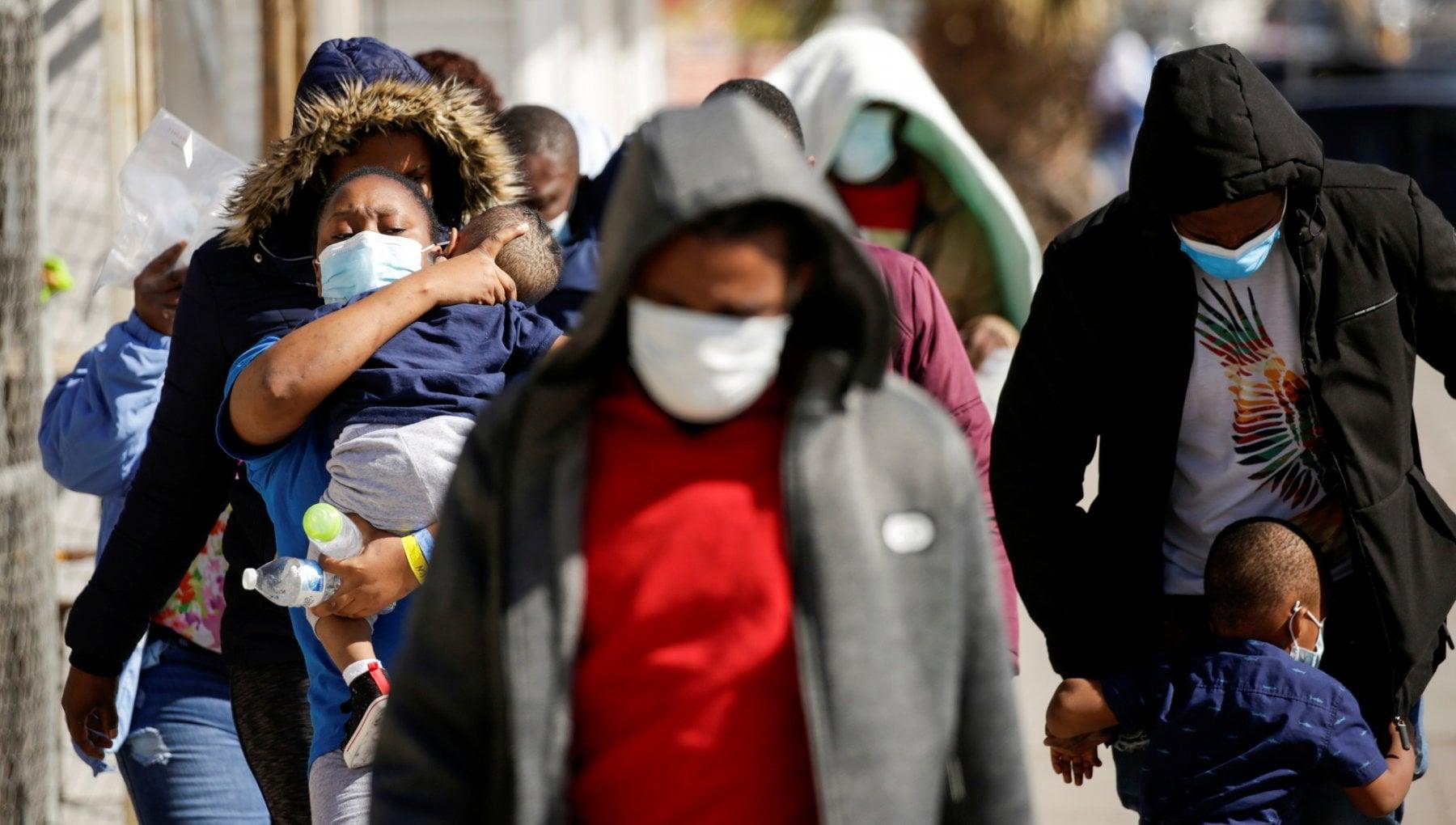 063817441 14564f36 74bc 43a1 ab6a 402462320156 - Coronavirus nel mondo, Oxford avvia studio su efficacia mix vaccini diversi. Usa, superati i 450mila morti