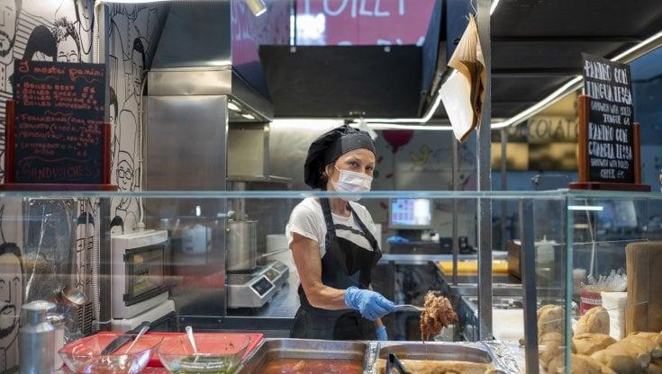 Dai ristoranti aperti la sera al coprifuoco ridotto, così le Regioni spingono per le riaperture
